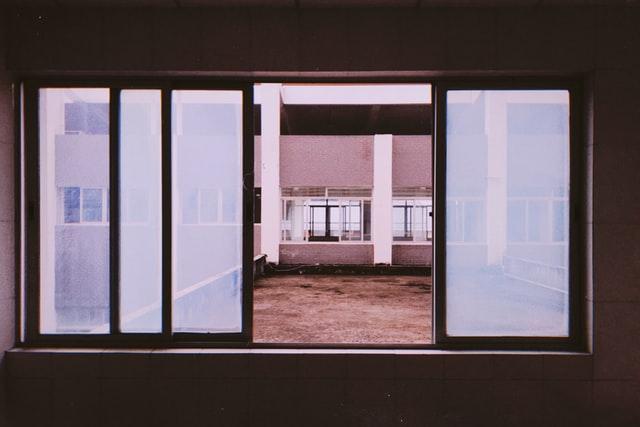 раздвижной алюминиевый балкон фото