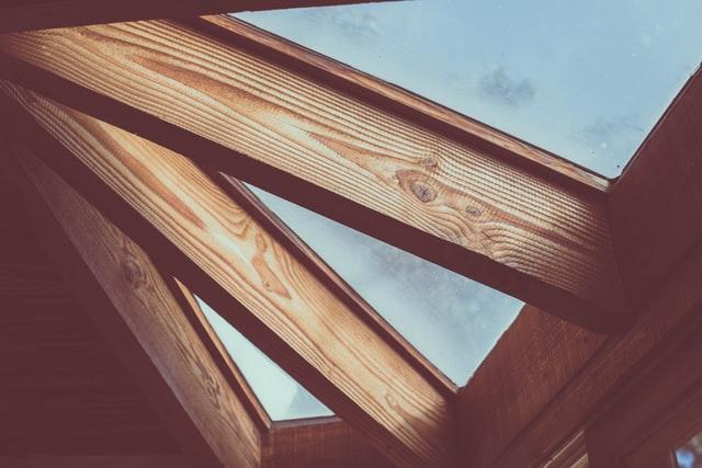 остекление балкона деревянными рамами фото