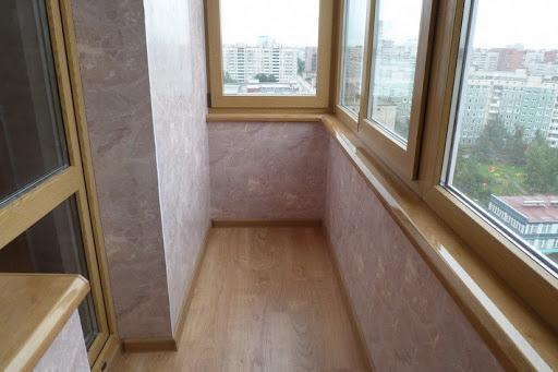 обшивка балкона стеновыми панелями фото