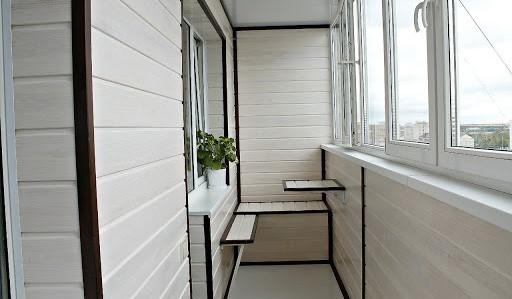 Отделка балкона ПВХ вагонкой - фото