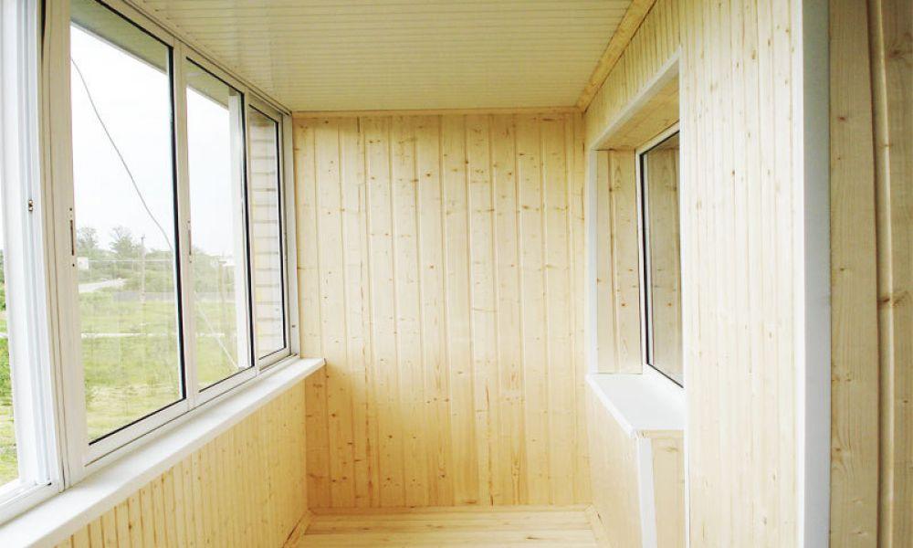 отделка балкона сосной фото