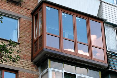 Какой балкон лучше: пластиковый или алюминиевый - фото