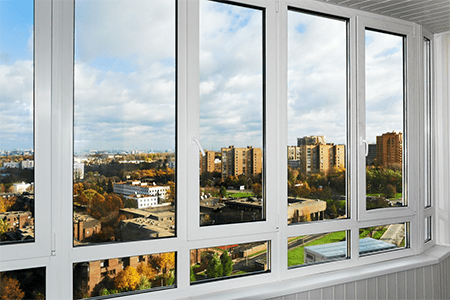 какие окна на балконе лучше фото