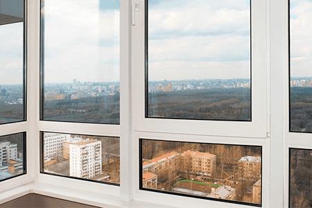 Какие окна на балконе лучше - фото