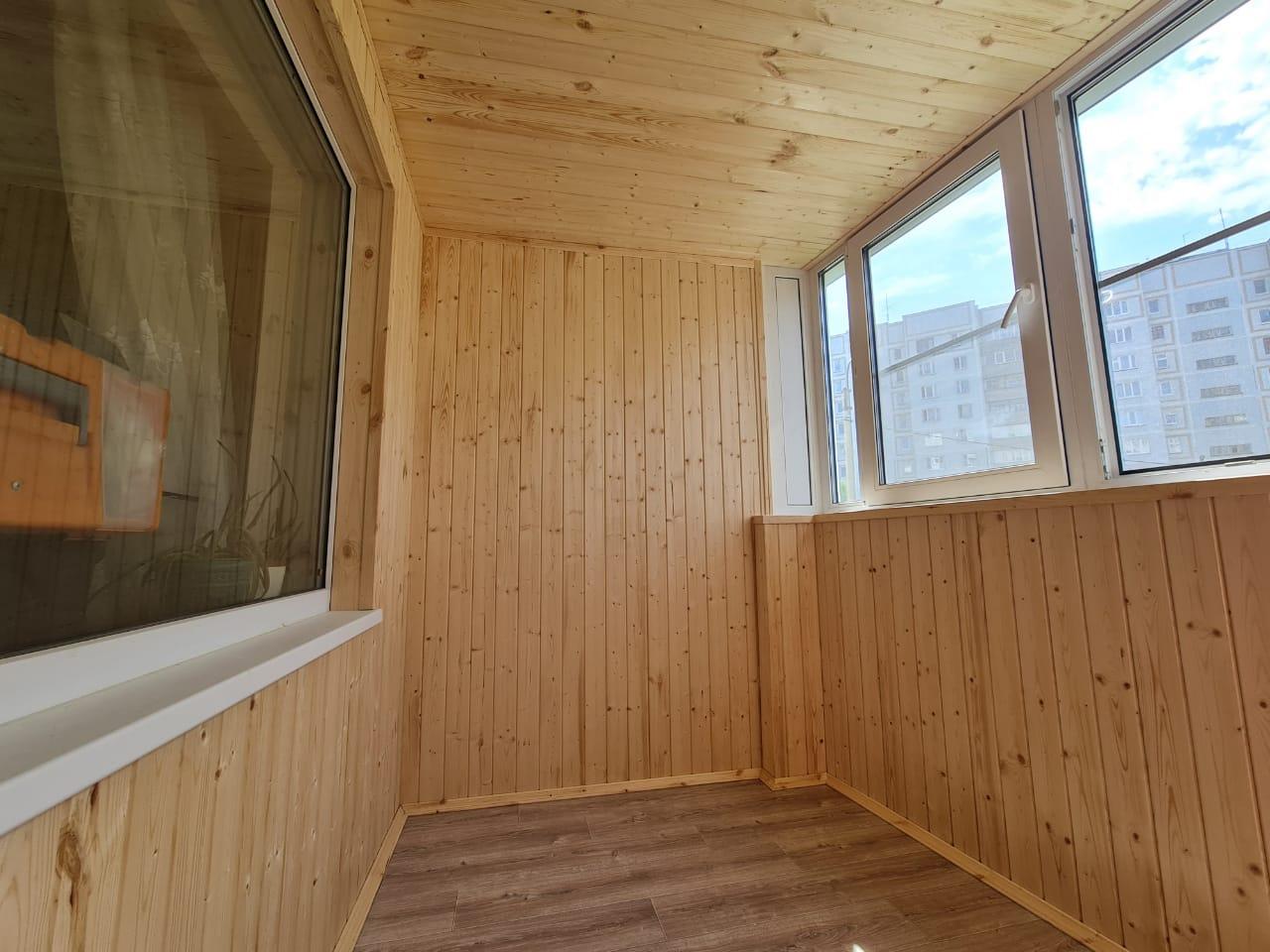 Обшивка, утепление, пропитка и линолеум на пол на балконе Фучика 125 - фото