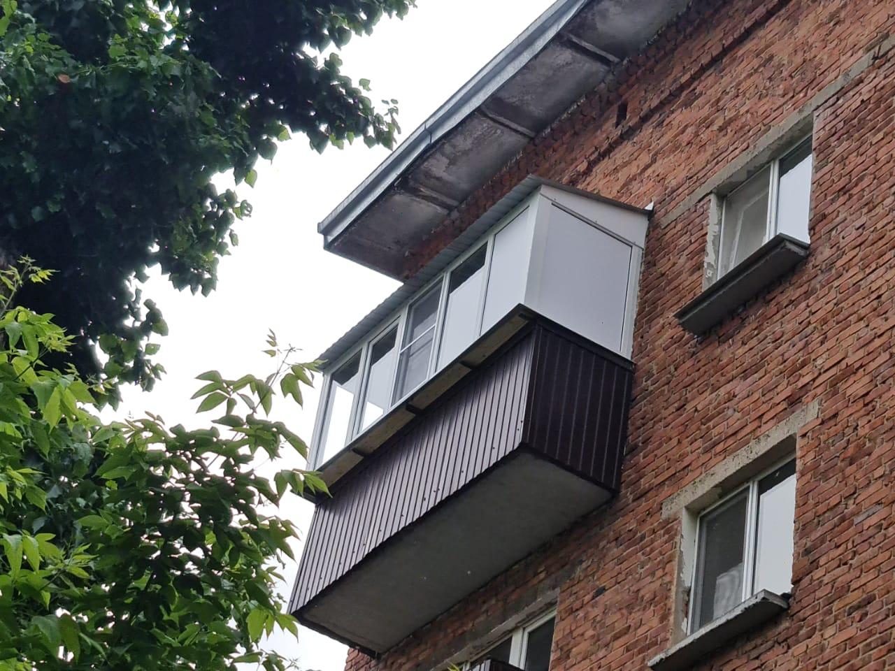 Остекление и установка крыши балкона на ул. Декабристов 125 - фото