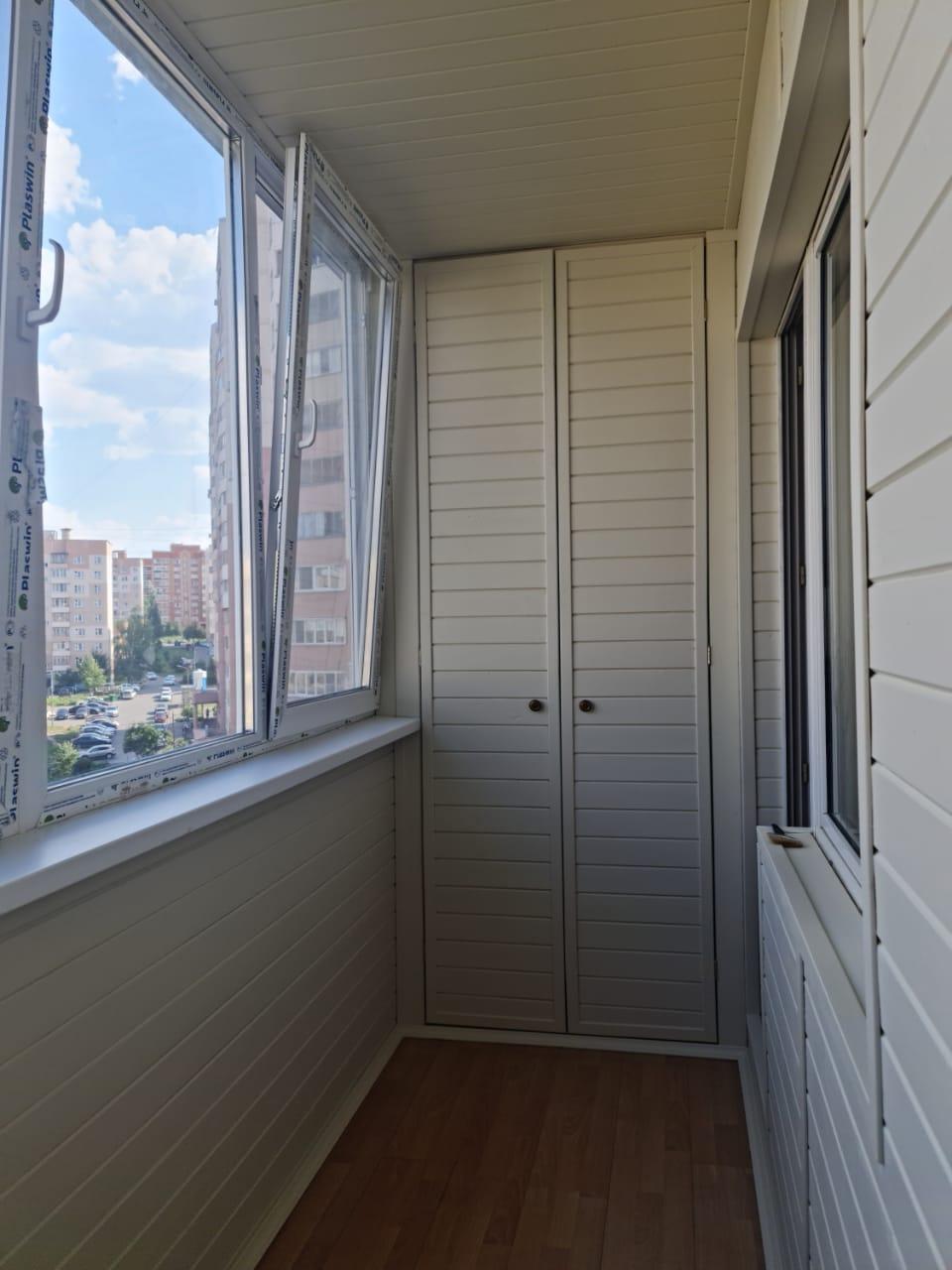 Обшивка балкона и установка шкафа Проспект Победы 190 - фото