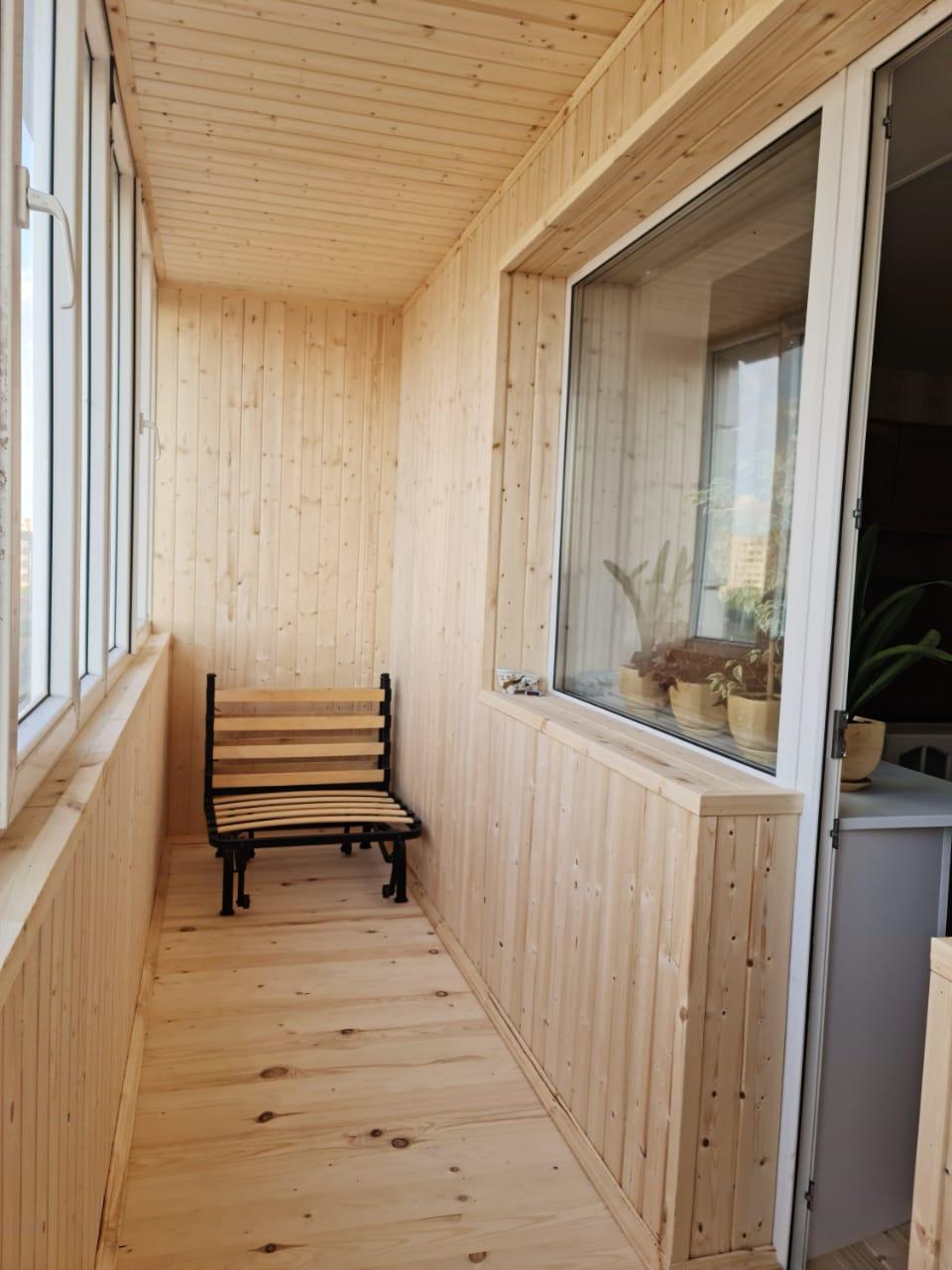 Внутренняя обшивка балкона вагонкой Октябрьский городок 1/149 - фото