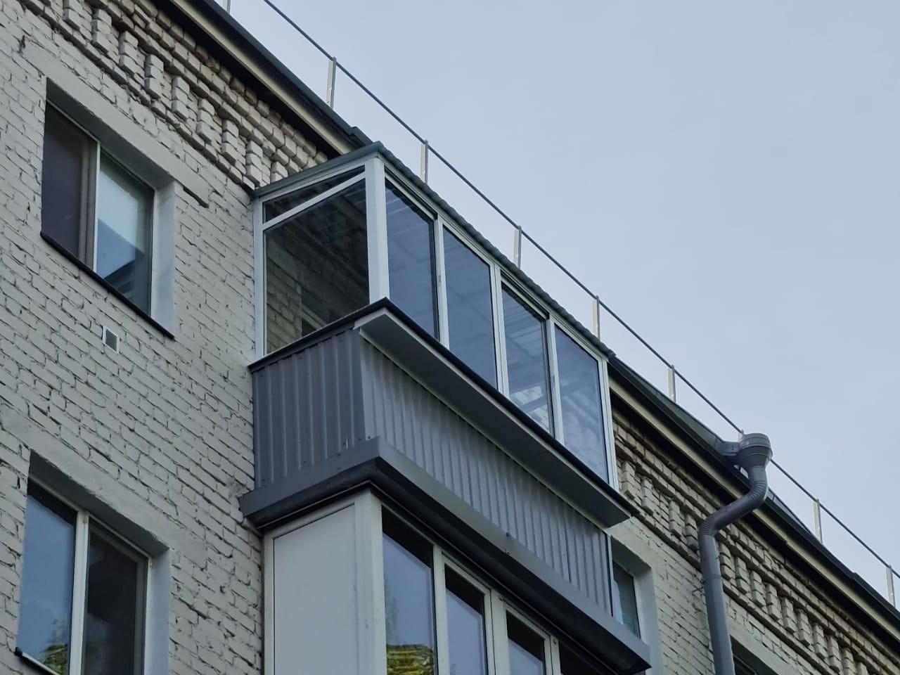 Остекление и внешняя обшивка балкона ул. Декабристов 125 - фото