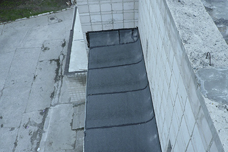 течет балкон сверху фото