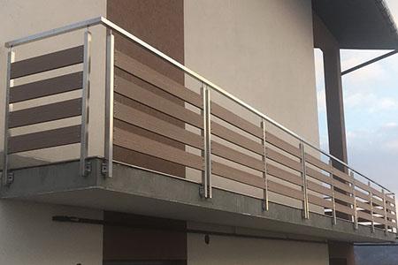 Перила на балконе: виды и правила установки - фото